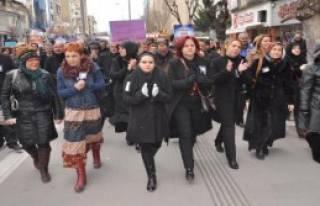 Uşaklı Kadınlardan Özgecan Eylemi
