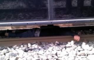 Üstgeçidi Kullanmadı, Tramvayın Altında Kaldı