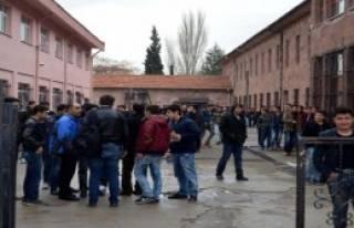 Okulda Bomba Paniği!