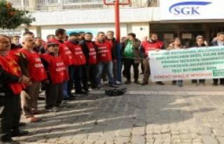 Zincirli Eylemciler Direnmeden Gözaltına Alındı