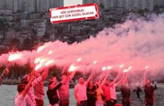 Gençler bağımsızlık meşaleleriyle karanlığı aydınlattı
