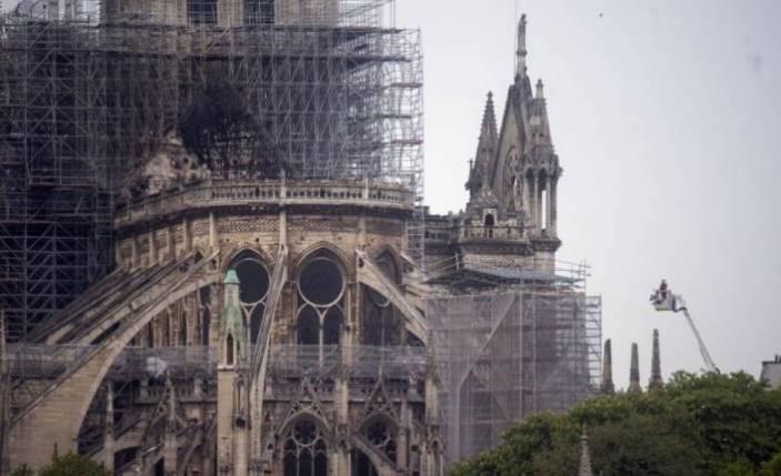Apple Notre Dame'a yardım edecek!