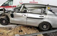 Feci kaza: Bariyerlere ok gibi saplandı!