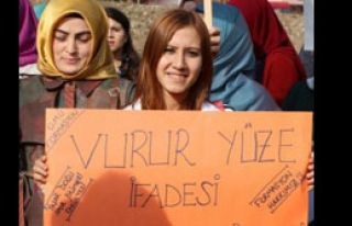 Üniversite Öğrencilerinden Formasyon Protestosu