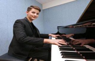 Piyanist Kaan'a Uluslararası Ödül
