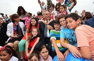 İzmir'de 23 Nisan'a yakışır kutlama