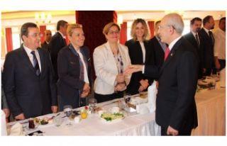 Kılıçdaroğlu'ndan İzmirli başkanlara: Tereddüdü...
