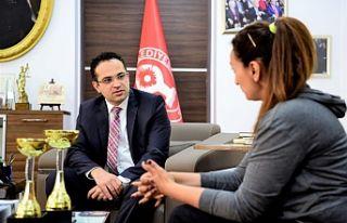 Nurşen Şen'e Başkan Atila'dan destek