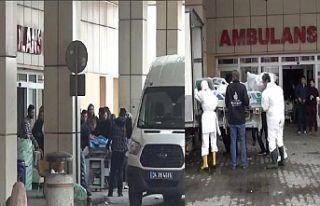 Yanan hastanedeki tıbbi araç gereçler tahliye ediliyor