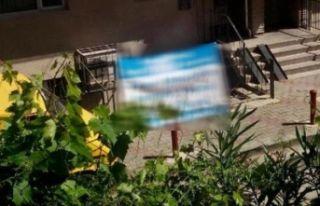 Başkan Pekdaş'ın evinin önüne asılan pankart...