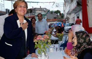 Konak'ta ilk iftar sofrası: Pekdaş'tan...