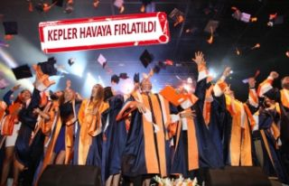 İzmir Ekonomi Üniversitesi'nde mezuniyet coşkusu
