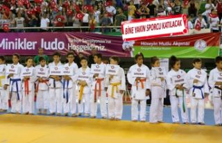 Minik judocular madalya için mindere çıkacak