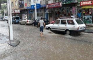 Turgutlu'da sağanak yağmur