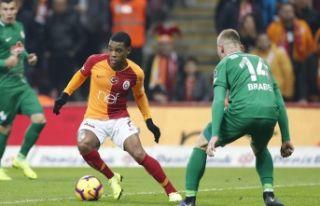 Galatasaray, evinde puan kaybetti