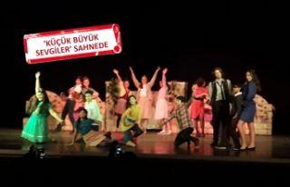 Tiyatro Festivali'nde Karşıyaka rüzgarı