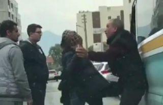 İzmir'de bir kadın, şoförü darp etti