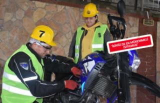 Kimyager Zeynep, motosiklet tamircisi oldu