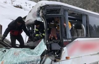 Midibüs ile TIR çarpıştı: Çok sayıda yaralı