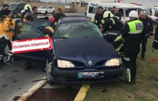Otomobil servisle çarpıştı: 4 öğrenci 5 yaralı