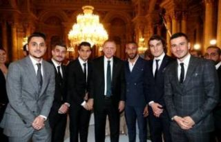 Cumhurbaşkanı sanatçı ve sporcularla iftar yemeğinde...
