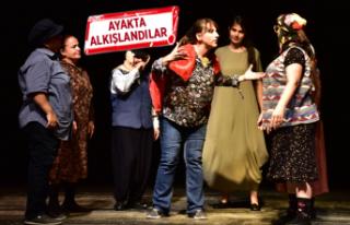 Bornovalı kadınların sahne heyecanı