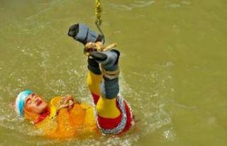 Sihir yapan Hintli illüzyonist nehirde kayboldu