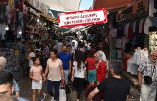 Tarihi Kemeraltı Çarşısı'nda bayram hareketliliği