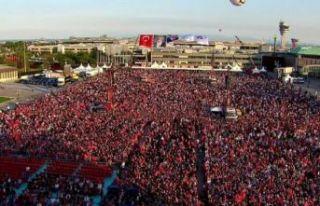 Atatürk Havalimanı'nda kalabalık artıyor