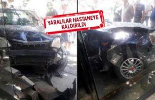 İzmir'de otomobil, otobüs durağına girdi!