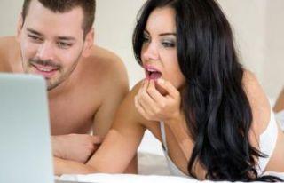 Ve ortaya çıktı: Google ve Facebook sizinle porno...