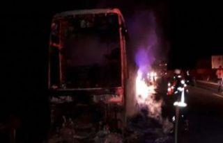 Yine yolcu otobüsü yandı!