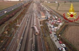 İtalya'da korkunç kaza: Tren devrildi, ölü ve...