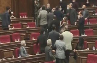 Ermenistan Meclisi'nde Azerbaycan tartışması