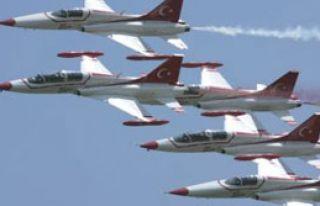 Türk Yıldızları 23 Nisan'da Parladı