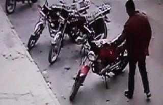 Motosiklet Hırsızlığı Güvenlik Kamerasında