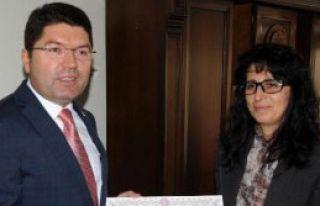 AK Partili Tunç Mazbatasını Aldı
