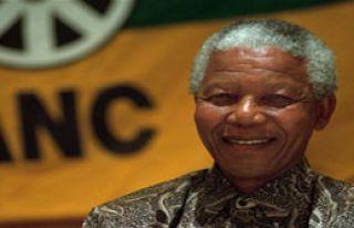 Mandela İçin Bekleyiş Sürüyor