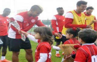 Miniklerden Antalyaspor'a Ziyaret