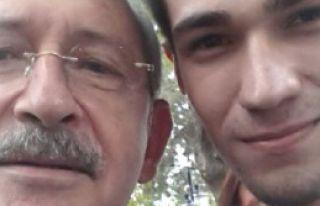 Kılıçdaroğlu Selfie Çekerken Elleri Titreyen...