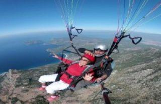 83 Yaşında Yamaç Paraşütüyle Atladı