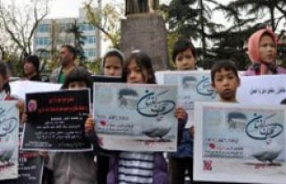 Afganlar Terörü Protesto Etti