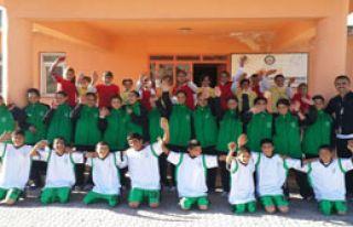 Bornova'dan Van'a Spor Yardımı