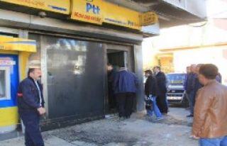 Adıyaman'da PTT'ye Saldırı
