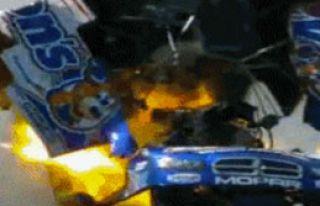 Patlayan Araçtan Burnu Kanamadan Çıktı