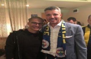 Alex, Galatasaray derbisini Saran'la izledi