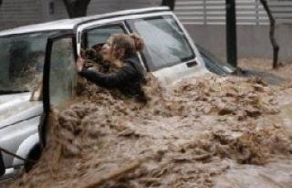 Arnavutluk'ta Sel 3 Ölü