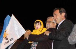 AK Partililer Kutlama Yaptı
