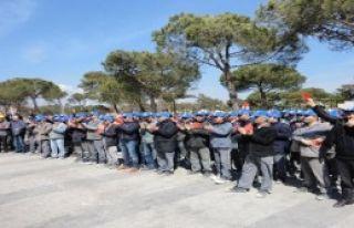 Bandırma'da İşçilerden Kırmızı Kartlı Eylem