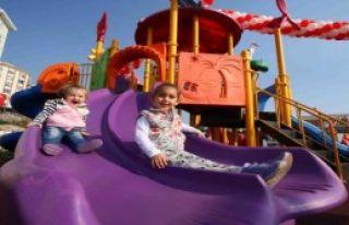 Bayraklı'da Göksel Arsoy Parkı Açıldı